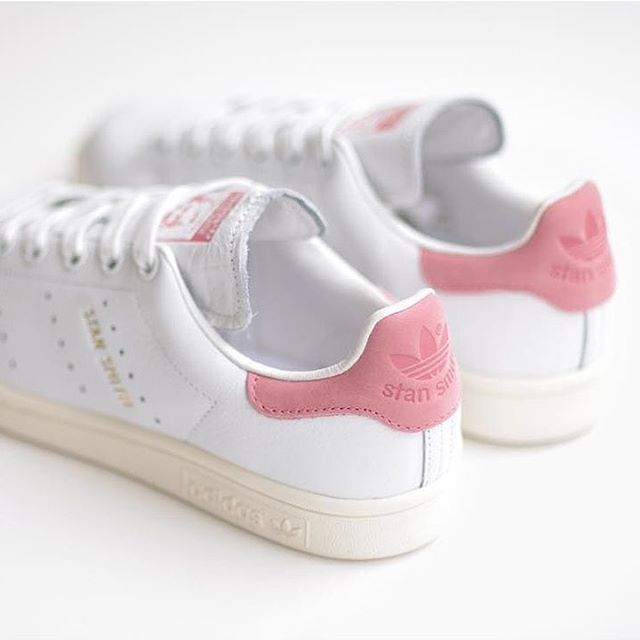 "Sneakers femme - Adidas Stan Smith ""Ray Pink"" (©pampamlondon)"