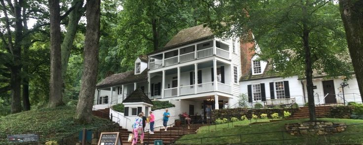 If you are looking for restaurants near Monticello, or a place for lunch in Charlottesville VA, try the historic Michie Tavern for a mid-day colonial feast.