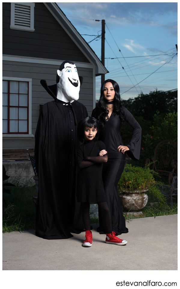 8 best hotel transylvania family costume images on pinterest for Hotel transylvania 2 decorations
