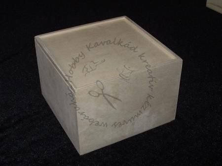 Hobbykavalkad - Webshop - Fa kocka doboz, tolótetős, kicsi