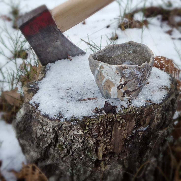 Enjoying some matcha tea while cutting wood. The thicker winter teabowl sure comes in handy.