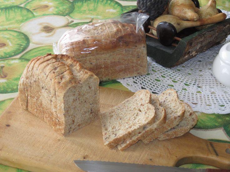 Pan integral de ocho granos preparado con masa madre