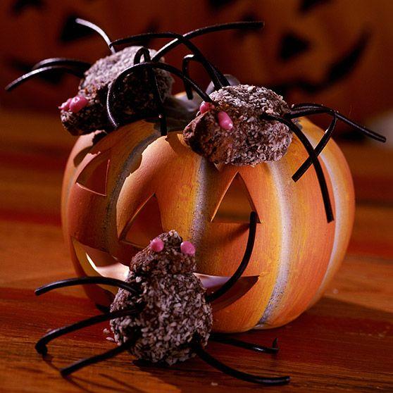 Edderkopper - http://www.dansukker.no/no/oppskrifter/edderkopper-no.aspx #oppskrift #kake #halloween