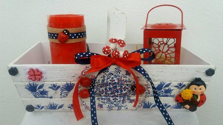 Αγαπημενα χρωματα το Κοκκινο και το Μπλε!! Δωσαμε ζωη στη διακοσμηση της συνθεσης με ντεκουπαζ, την αρωματισαμε με φραουλα για να γιορτασουμε το Πασχα με αγαπη και αρωμα!!!
