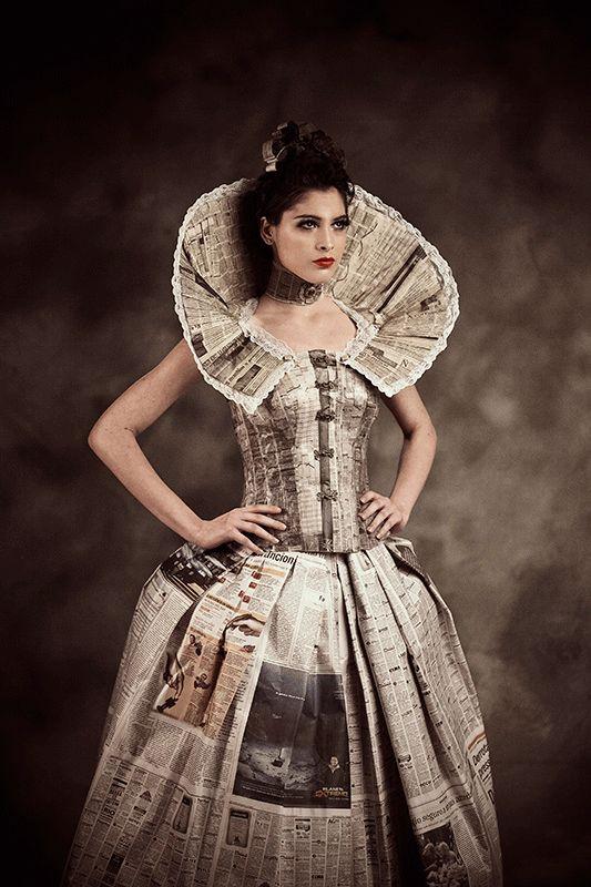 Um pouco de época com jornal ,vestido lindo.