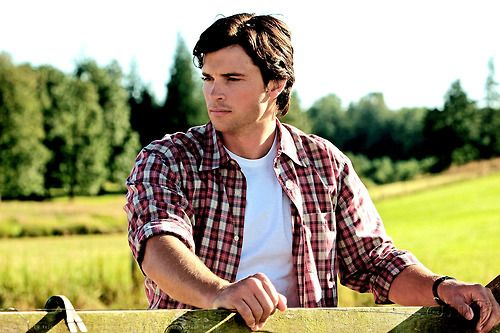 tom welling<3 Where you at? We miss you? Last seen as Cal El/Clark Kent on Smallville and in the remake of The Fog.