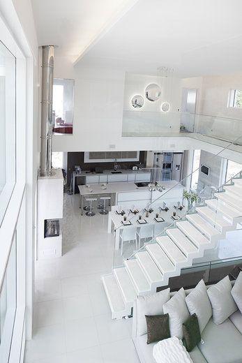 Lammi-Kivitalo Villa Ilon isot ikkunat ja väljä mitoitus luo tilan tuntua ja valoisuutta. www.lammi-kivitalot.fi