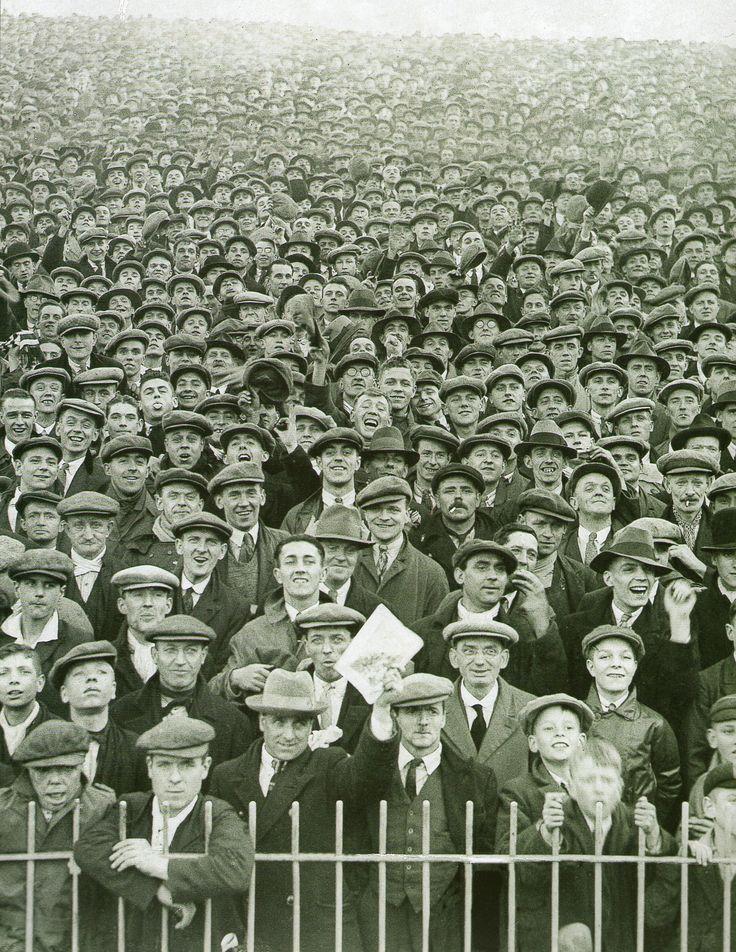 english football crowd 1930s
