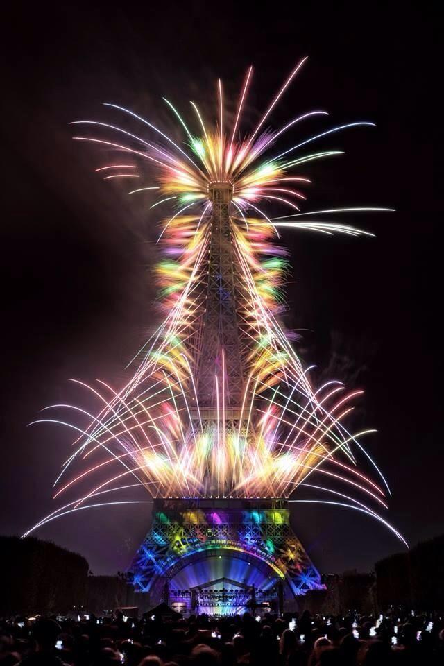 La Tour Eiffel- image des feux d'artifice du 14 juillet 2014                                                                                                                                                                                 More