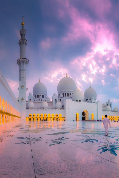 Sheikh Zayed Grand Mosque, Abu Dhabi, United Arab Emirates... soooo gorgeous.  Looks so tranquil