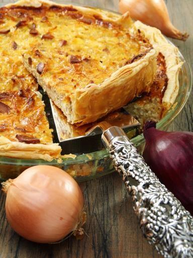 Quiche à l'oignon et aux lardons fumés - Recette de cuisine Marmiton : une recette