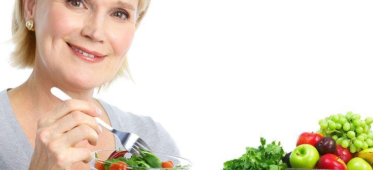 Genellikle 40 ila 55 yaş arasında görülen menopoz dönemi doğurganlık yeteneğinin kaybolduğu bir dönem olarak kabul edilmektedir. Menopoz dönemine giren bir kadının enerjisi düşmektedir. Bu yüzden de bu yaşlardan itibaren şişmanlık rahatsızlığı baş göstermektedir. Şişmanlığın yanı sıra vücuttaki derinin incelmesi ve kalsiyum vitamininin eksik... #menopoz #menopozdabeslenme #kadinsagligi #saglik #bingosaglik
