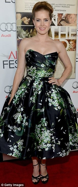 Amy also turned heads thanks to her strapless daisy-printed prom dress