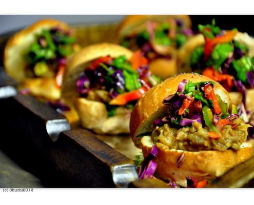 Indian Eggplant Sliders! These looks yummy and is great for vegetarians and vegans!