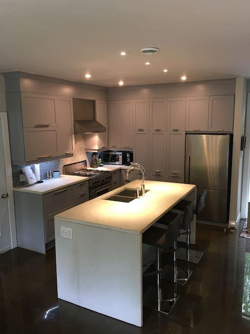 Regardez ce logement incroyable sur Airbnb : The Sugar Shack - Maisons à louer à Sainte-Anne-des-Lacs
