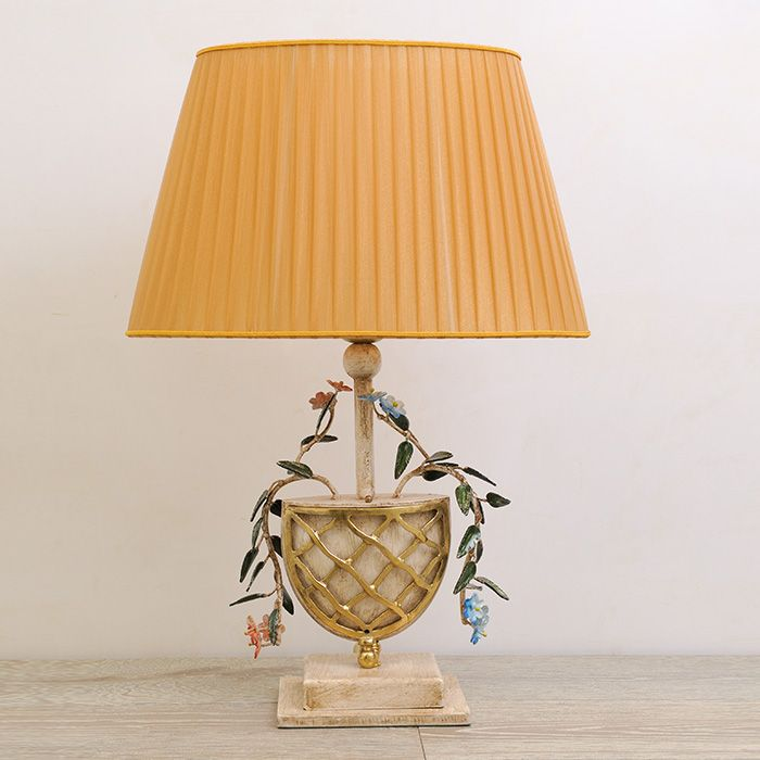 Floral table lamp made entirely in wrought iron according to the Tuscan tradition of blacksmiths. Attention to hand-forging detail and artistic finishing make this product unique. - See more at: http://www.montaltolamp.com/en/tresana#sthash.xf2sa51X.dpuf