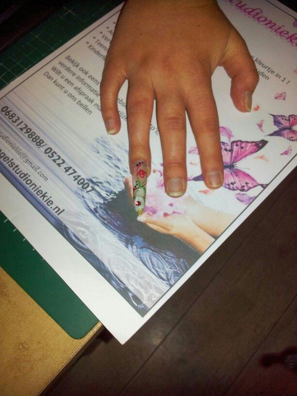 French manicure met goud en nail art