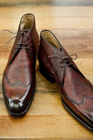 Scarpe Di Bianco ~ Wingtip Chukka. Botines de vestir en color marrón oscuro.