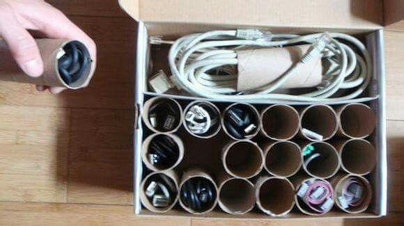 Guarda los cables en rollos de papel