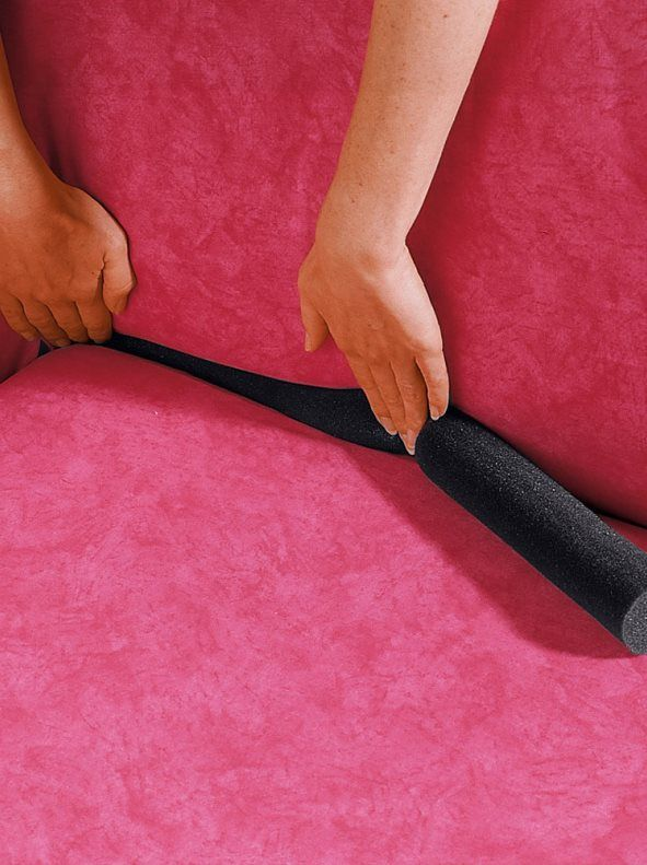 Sujeta funda sofá Si estás cansada de colocar una y otra vez la funda del sofá prueba este tubo de sujeción. De fácil y rápida instalación, sólo tienes que