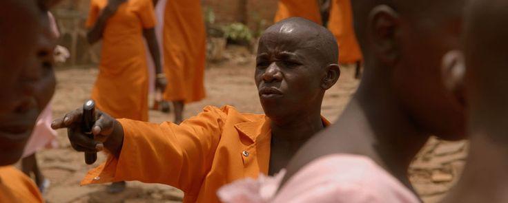"""""""A mots couverts"""" est un film de Violaine Baraduc et de Alexandre Westphal qui laisse entrevoir les blessures du Rwanda d'aujourd'hui.Dans l'enceinte de la prison centrale de Kigali, huit femmes incarcérées témoignent et racontent leur participation aux violences. Le site épinglé propose la bande-annonce de ce film qui a obtenu le Grand prix du documentaire historique au festival Les Rendez-vous de l'histoire à Blois en octobre 2015."""