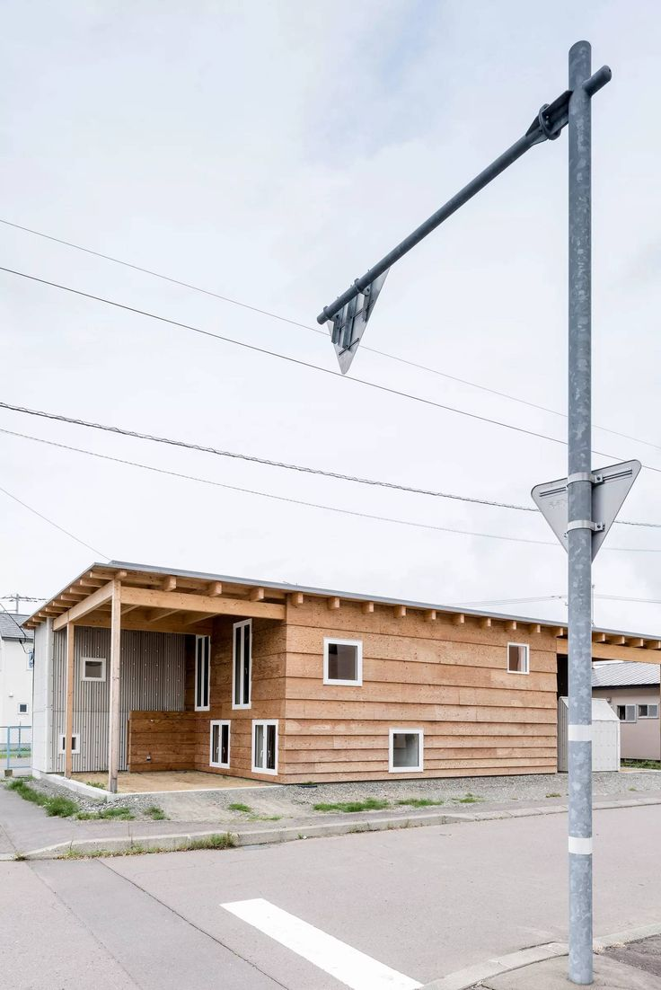 Roof and Rectangular is a minimalist architecture project located in Asahikawa, Japan, designed by Jun Igarashi Architects.