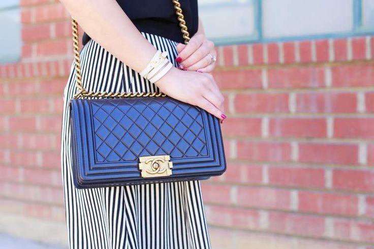 Bolsas com alças de correntes são tendências da moda verão 2017