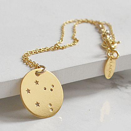 Złota bransoletka ze znakiem zodiaku. Zobacz na: https://laoni.pl/zlota-bransoletka-celebrytka-konstelacja-gwiazd #celebrytka #biżuteria #bransoletka #złota #konstelacja