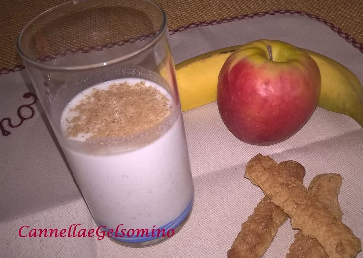 Latte di canapa, miele, colazione vegana