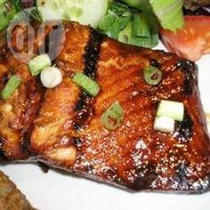 Foto da receita: Salmão grelhado ao mel e gengibre