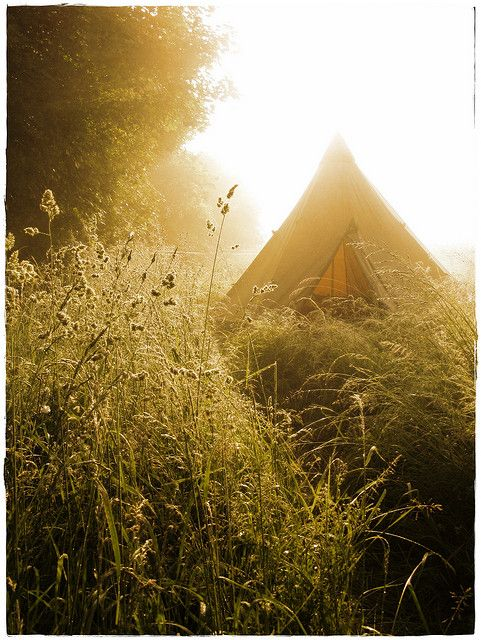 Finding the right spot to wak-up amazingly the next morning - Villecey sur Mad, Tipi in morning light #tent #camp #campvibes