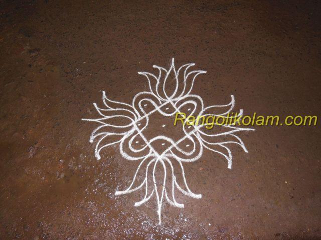 small sikku kolam with lotus