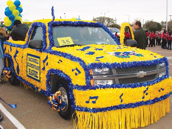 parade float decorations - Google Search & 12 best Homecoming images on Pinterest | Homecoming parade ...