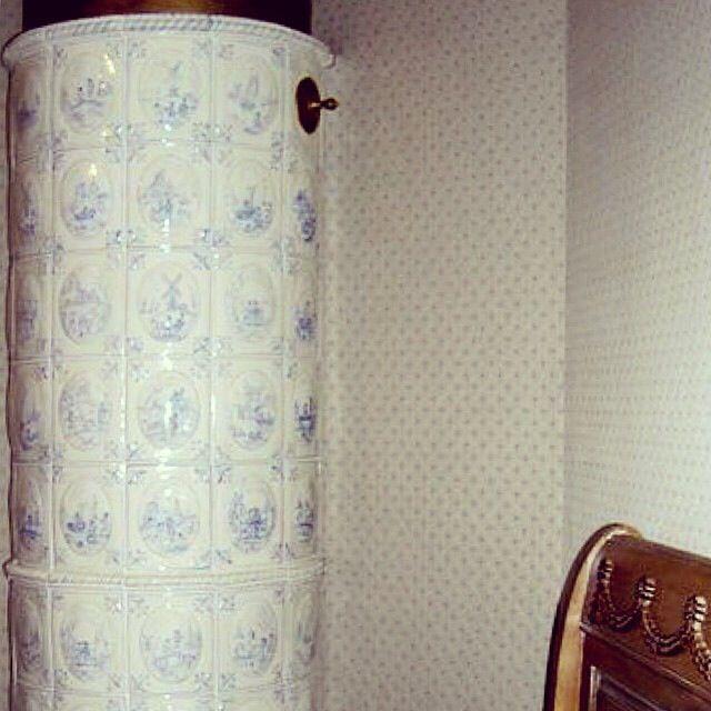 В одном из интерьеров, с помощью изразцов, несущую колонну мы превратили в голландскую печь. проект МАСТЕРСКАЯ VISAvART