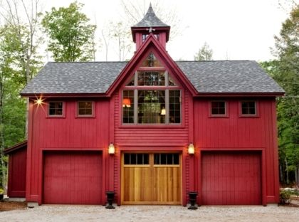 Love this carriage house with a home on the 2nd floor. So awesome!