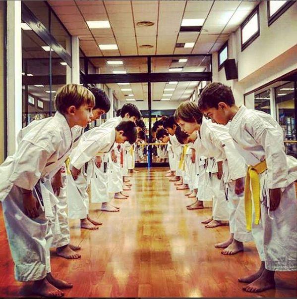 Immagina se ogni bambino imparasse la cortesia, il rispetto e la disciplina che insegna il Karate.