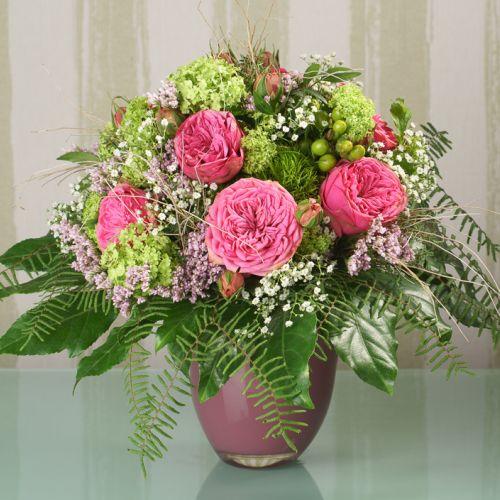 Ein traumhafter Blumenstrauß aus bezaubernden Englischen Rosen und Schneeball.