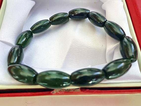 8/16  mm Nephrite jade drum bead bracelet. SD349