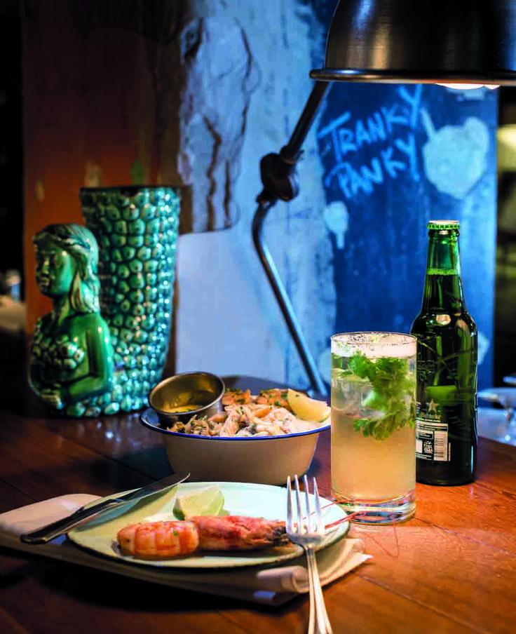 TRAGOS IT. Julián Díaz y Tato Giovannoni crearon Florería Atlántico, un fantástico bar-restaurante que animó las noches de Retiro.