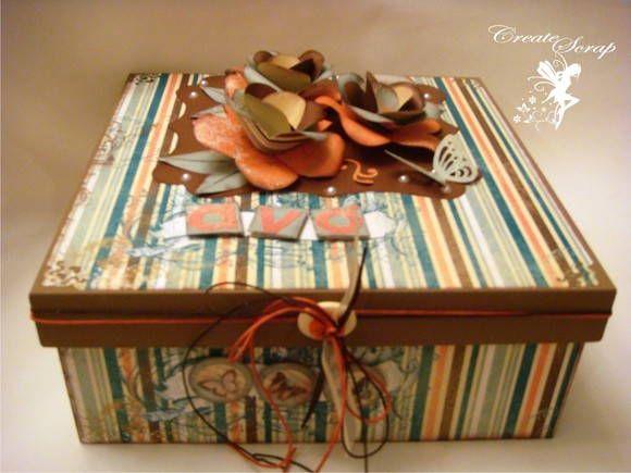 Caixa em mdf decorada com papel para scrapbook. Acompanha embalgem de plástico mais um  cartão pequeno . R$ 49,50