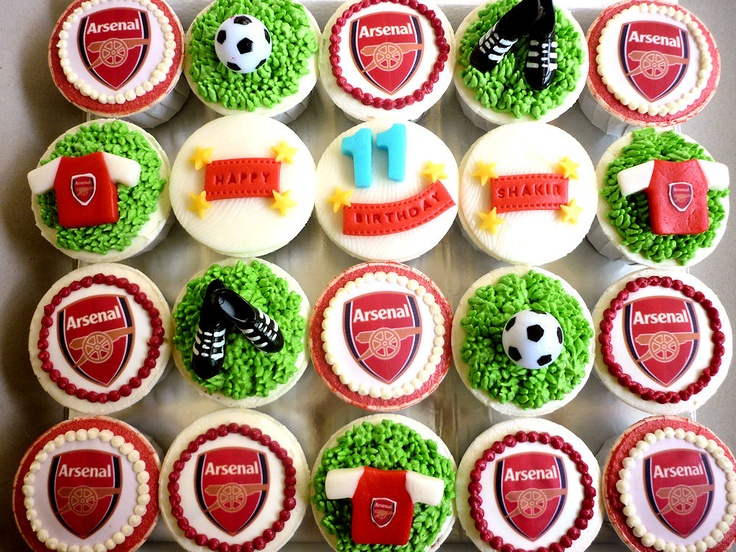 Beautiful football cupcakes (note sure about the Arsenal part ;)