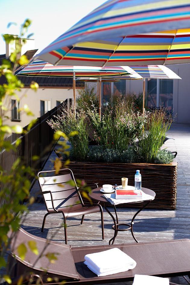 Die gemütliche Dachterrasse des Emikos im Hotel Louis