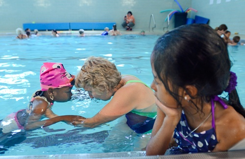 York's YWCA goes for swim lesson record http://bcove.me/j99a8lbf