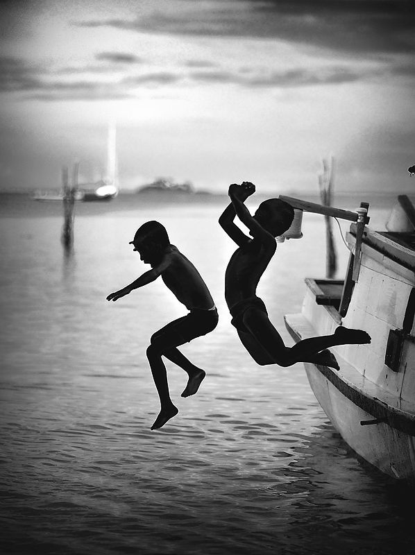 x-boys by Ade Santora. Reminds me of the boys who climb up the mooring ropes of the cruise ships and jump off.