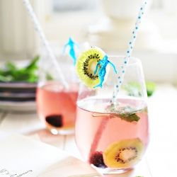 Yummy Mummy Kitchen: Kiwi Blackberry Summer Sangria