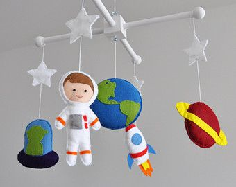 Crib mobile - Nursery decoration - Space baby mobile - Space-themed nursery - Spaceship, Astronaut, Planet Earth, Mars, Alien, nasa, neutral