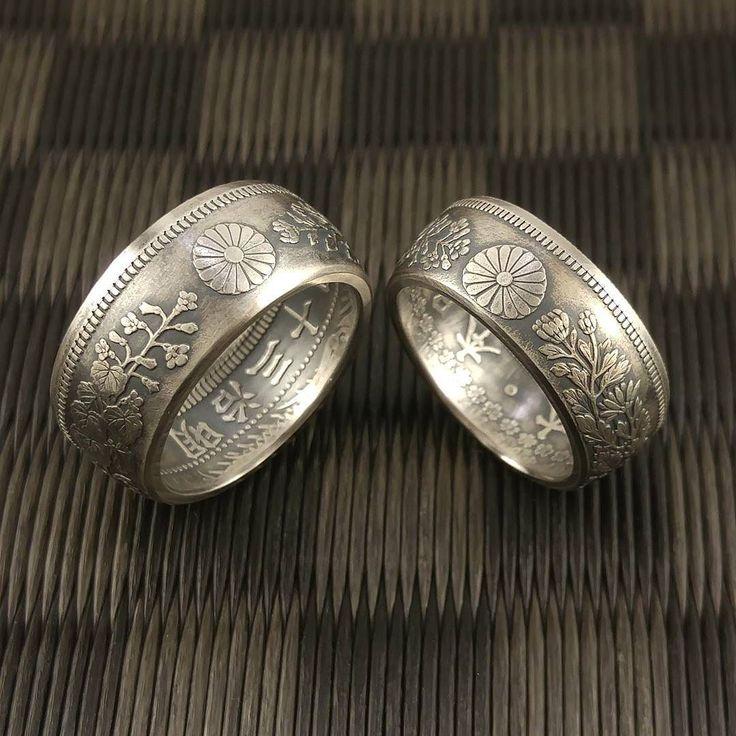 お馴染み(!?)の竜50銭銀貨と旭日50銭銀貨によるペア#コインリング ですが両方共黒く燻したタイプはこれまで未アップでした  製造年が被らない両銀貨ですが今回はそれぞれの最終年号同士明治38年銘と大正6年銘に拘って合わせました  #coinring #coin #ring #coinjewelry #jewelry #silversmith #silvercoin #handmade #money #antique #vintage #japanese #nippon #菊花紋章 #和柄 #大日本帝国