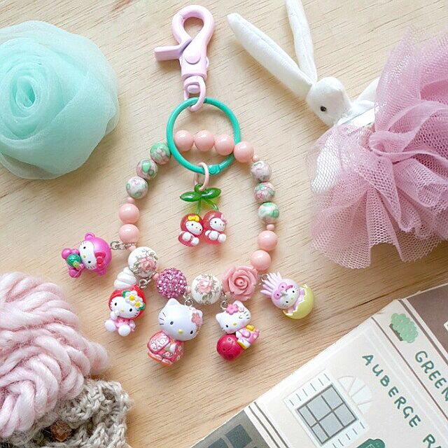 Looking for hellokitty bag charm :) feel free to visit our webstore www.gowimawa.com and follow our instagram @gowimawa