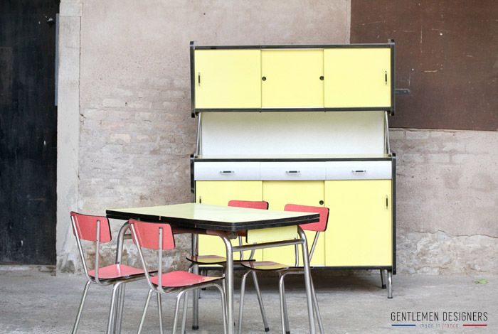 buffet de cuisine vintage en formica jaune armoires. Black Bedroom Furniture Sets. Home Design Ideas