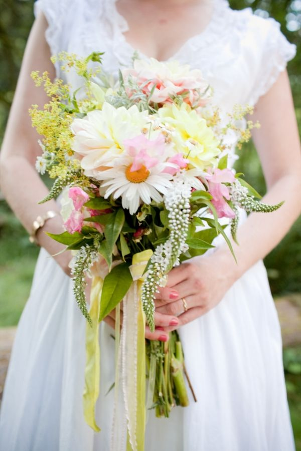 fresh wedding bouquet // photo by JessicaHillPhotography.comBeautiful Flower, Gerber Daisies, Spring Wedding, Country Chic, Fresh Flower Dresses, The Dresses, Chic Bouquets, Daisies Wedding Bouquets, Flower Collection